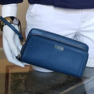 Elegant COACH Leather Wallet/Wristlet